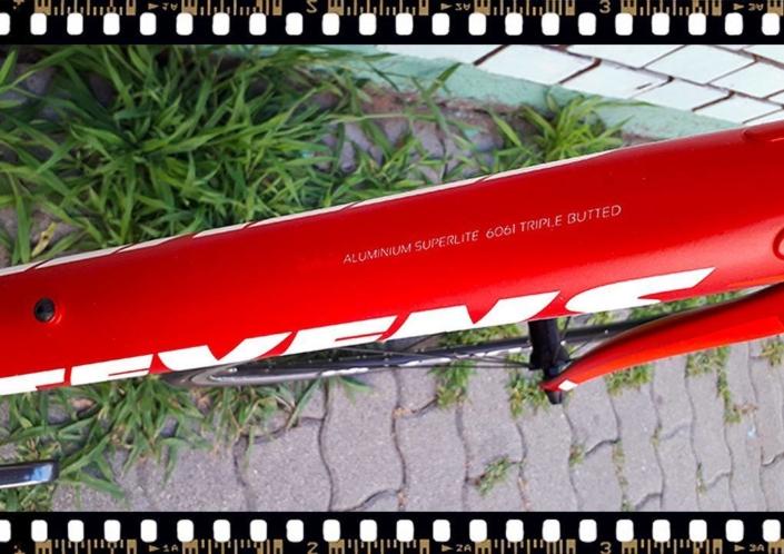 Stevens San Remo piros országúti kerékpár aluminium váz