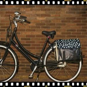 basil urban load dupla pöttyös kerékpáros táska csomagtartón