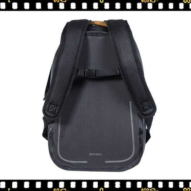 basil urban dry biciklis hátizsák hátulról