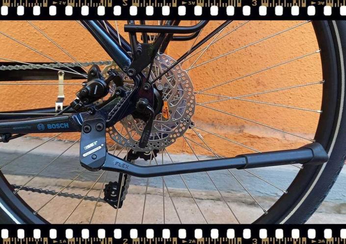 stevens lavena elektromos férfi kerékpár kitámasztóval