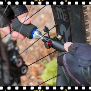 bbb co2 blaster mini bicikli pumpa fújás közben