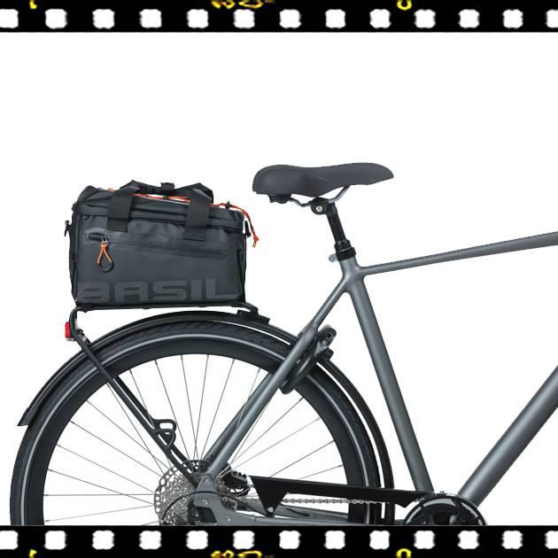 basil miles biciklis csomagtartó táska biciklin