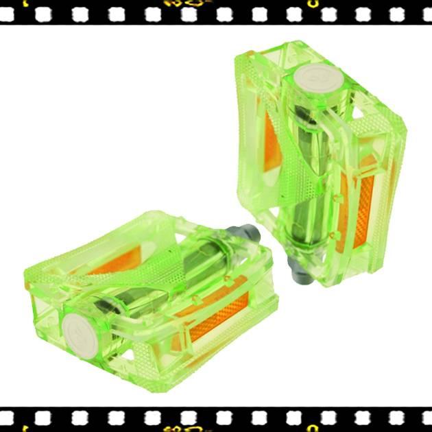 vp zöld színű műanyag bicikli pedál