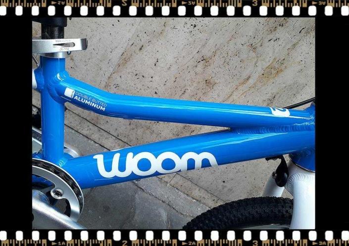 woom2 14-es méretű kék gyerek bicikli alu vázas
