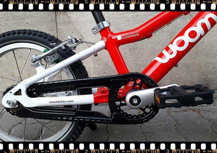 woom2 14-es méretű piros gyerek bicikli hajtómű